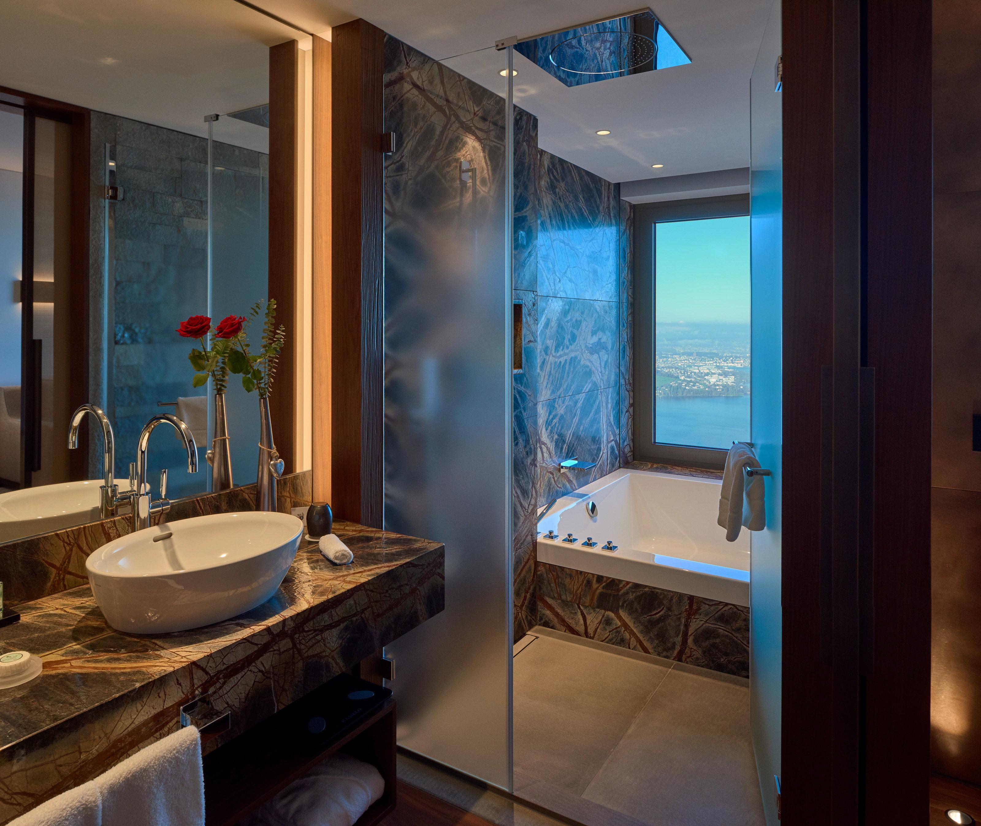 Spiegelbeleuchtung Bad Hotelzimmer